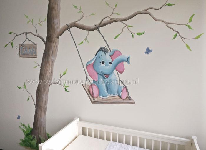 Schommel In Kinderkamer : Olifantje op schommel babykamer muurschildering