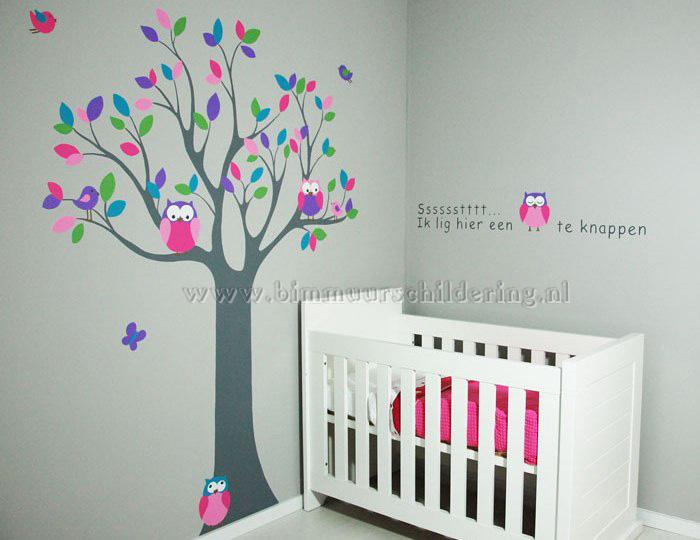 Babykamer boom muurschildering met roze voor een meisje for Kamer decoratie meisje
