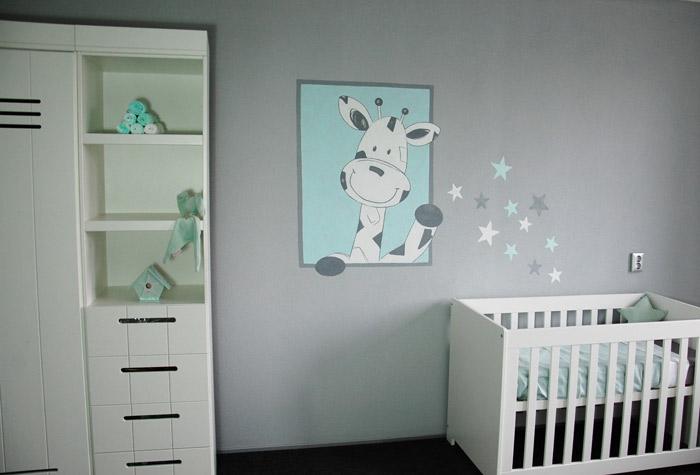 Gestileerde muurschildering giraffe bloemen in babykamer - Schilderij kamer ontwerp ...
