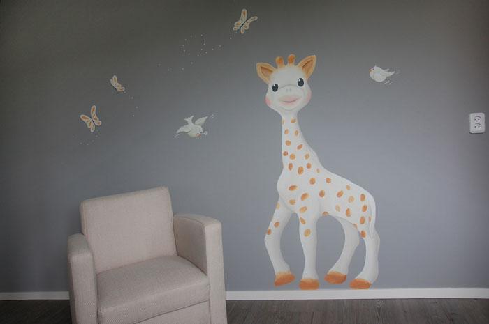 Muursticker Giraffe Kinderkamer.Gestileerde Muurschildering Giraffe Bloemen In Babykamer
