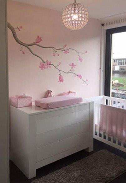 Bloesemtak muurschildering for Muurdecoratie babykamer