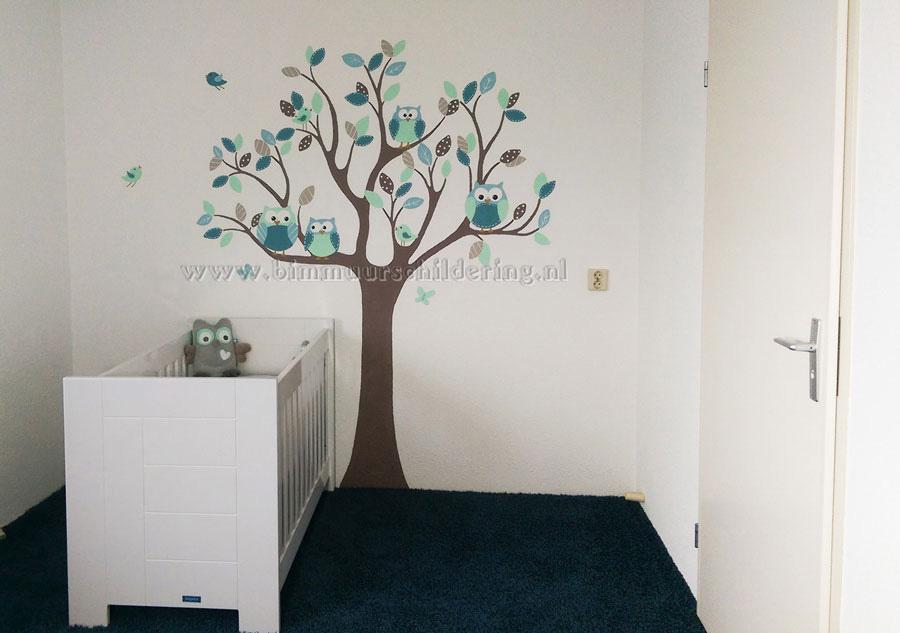 Babykamer boom muurschildering met uiltjes en vogels for Gordijnen babykamer mintgroen