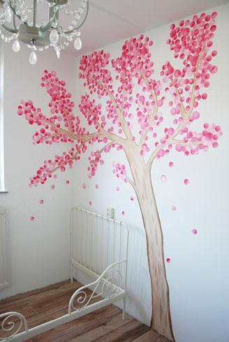 Fantasieboom muurschildering voor in de kinderkamer - Kleur babykamer meisje ...