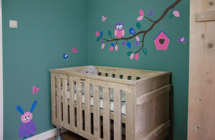 Leuke Babykamer Muurstickers : Boom met dieren babykamer in elke kleur met leuke diertjes