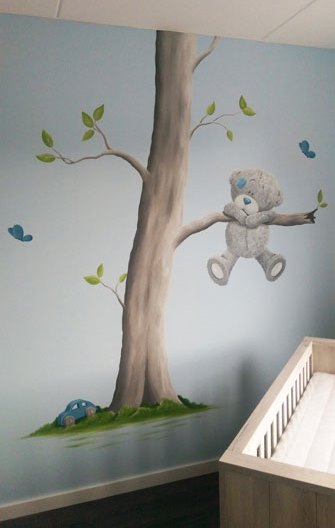 Me to you beertjes met boom muurschildering babykamer - Grijs muurschildering ...