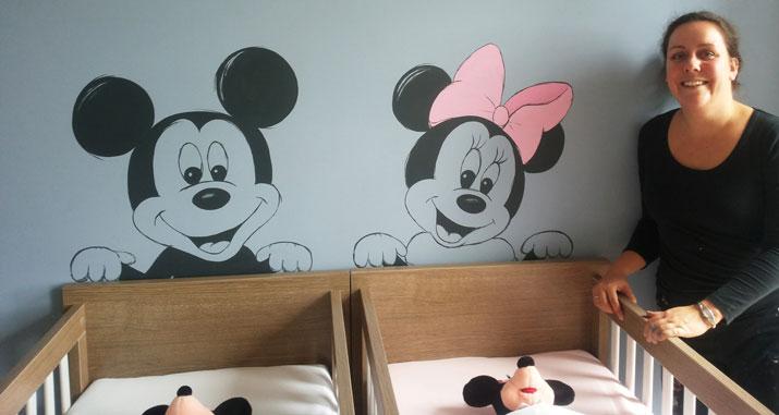 Babykamer Donkere Muur : Muurtekening Mickey Minnie Mouse babykamer ...