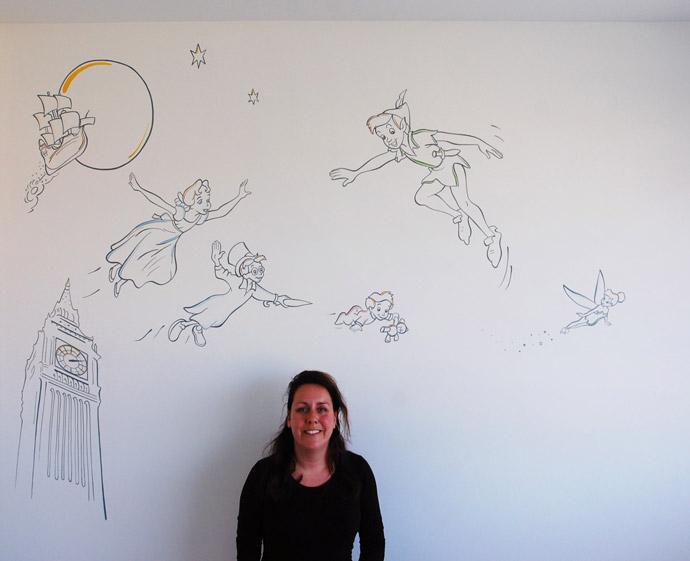 Peter pan muurschildering babykamer for Muurtekeningen woonkamer