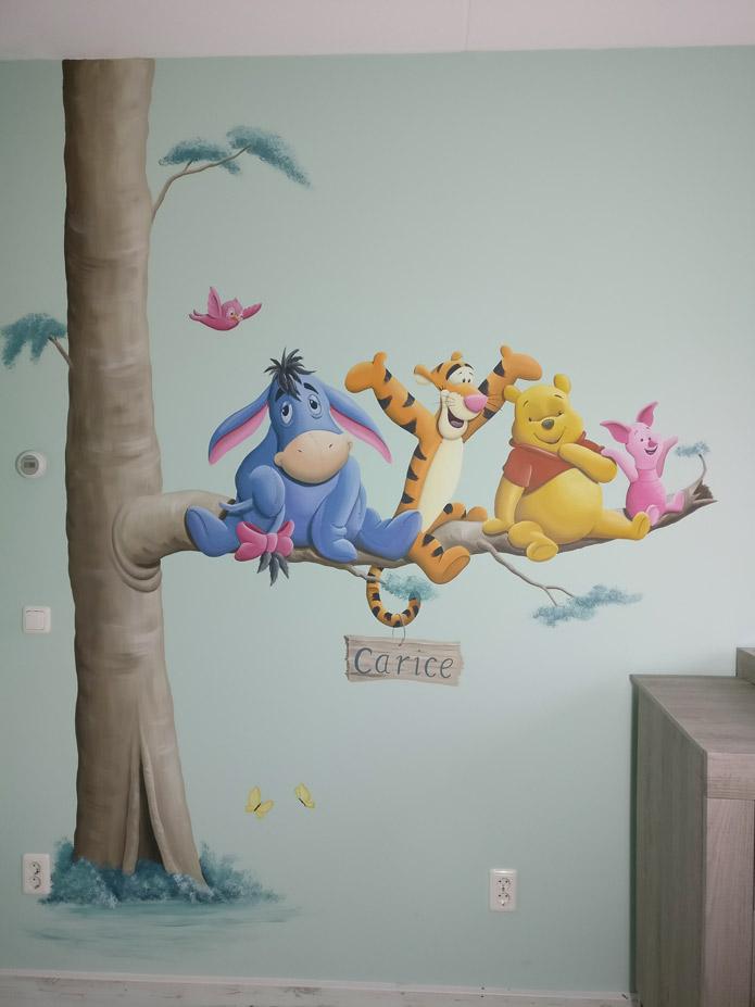 Winnie The Pooh Muursticker.Winnie The Pooh Met Vriendjes En Huisdier
